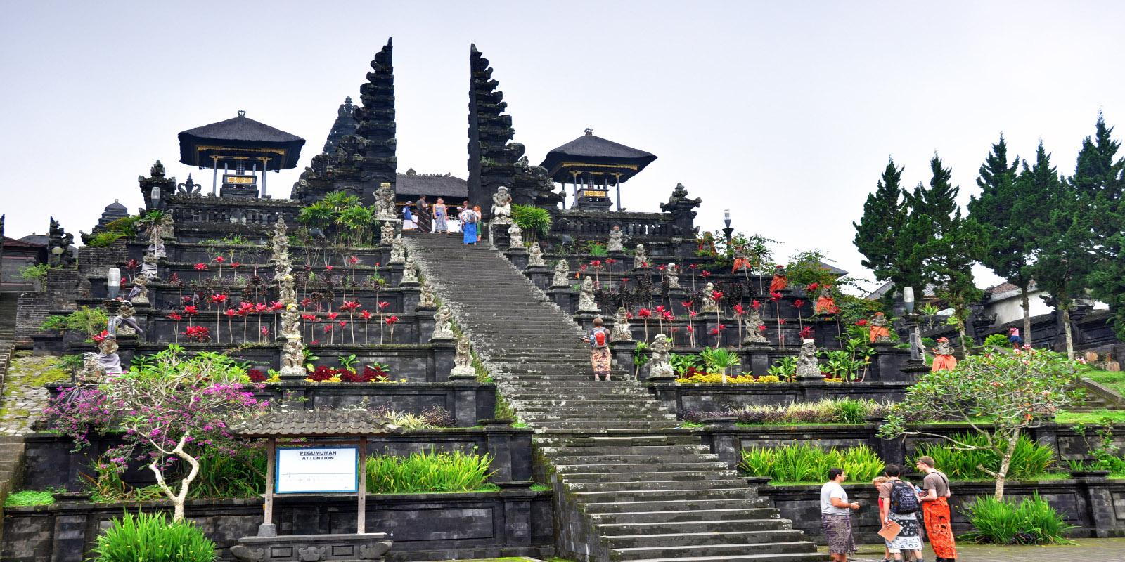 Temple de Besakih - Île de Bali - Indonésie - YouTube  |Besakih Temple Bali
